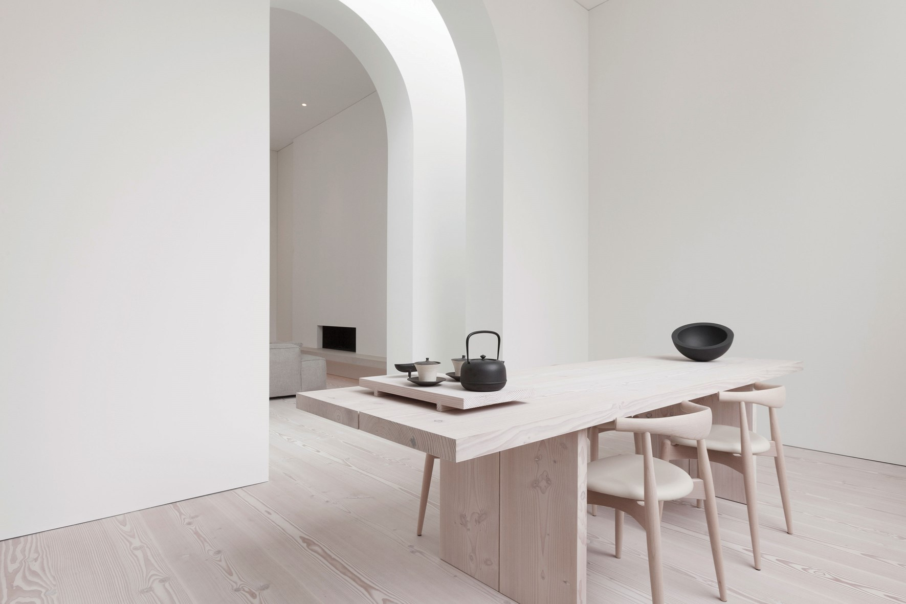 douglas-plank-floor_lya-and-natural-oil_coach-house-amsterdam_plank-table_dinesen.jpg