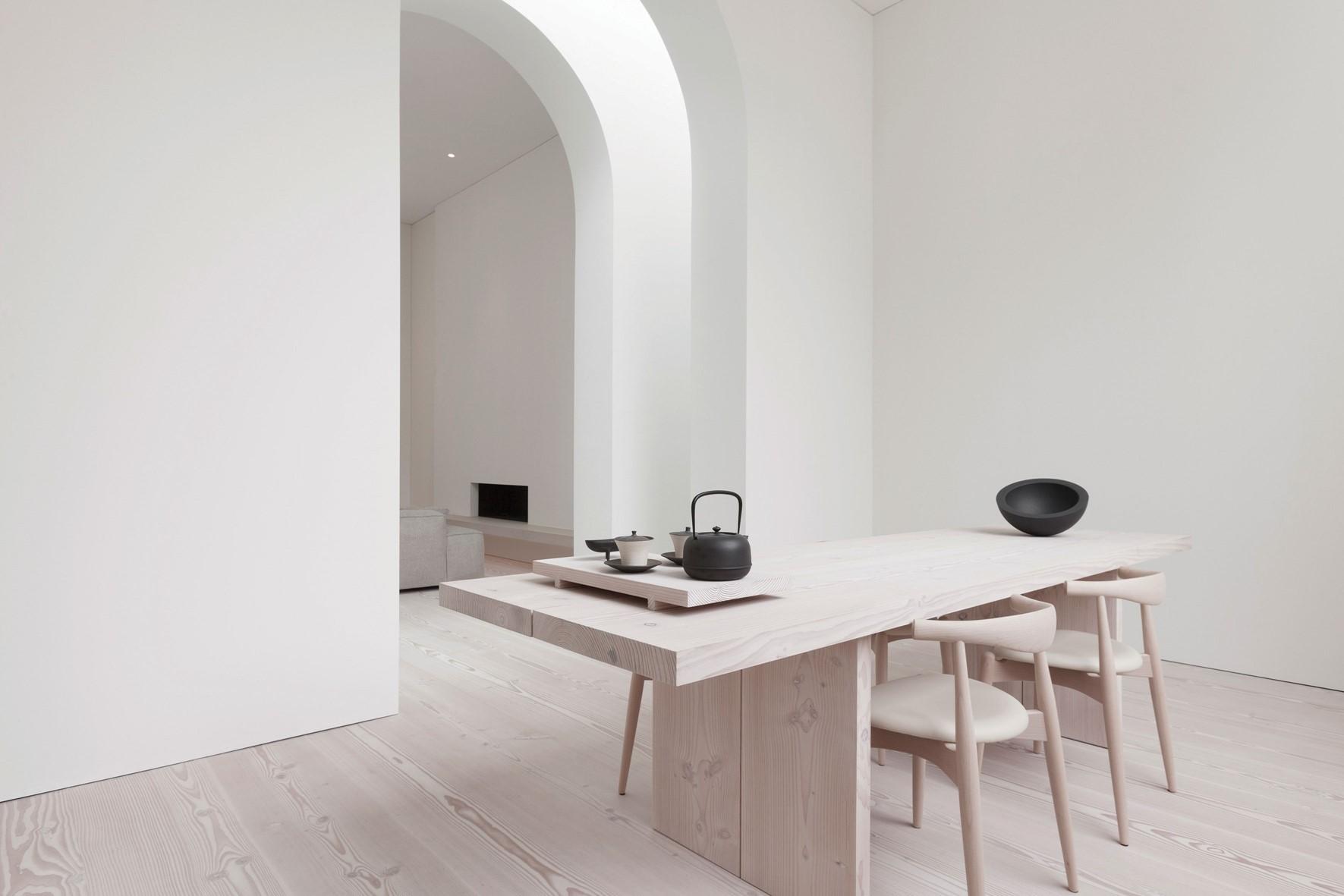 douglas-plank-floor_lya-and-natural-oil_coach-house-amsterdam_plank-table_dinesen.jpg