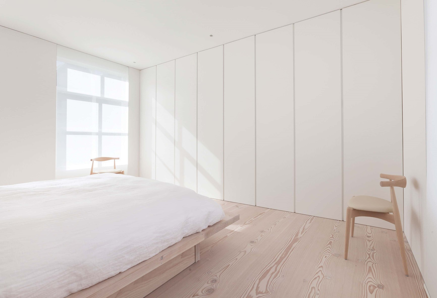 douglas-plank-floor_lye-and-natural-oil_coach-house-amsterdam_bedroom_dinesen.jpg