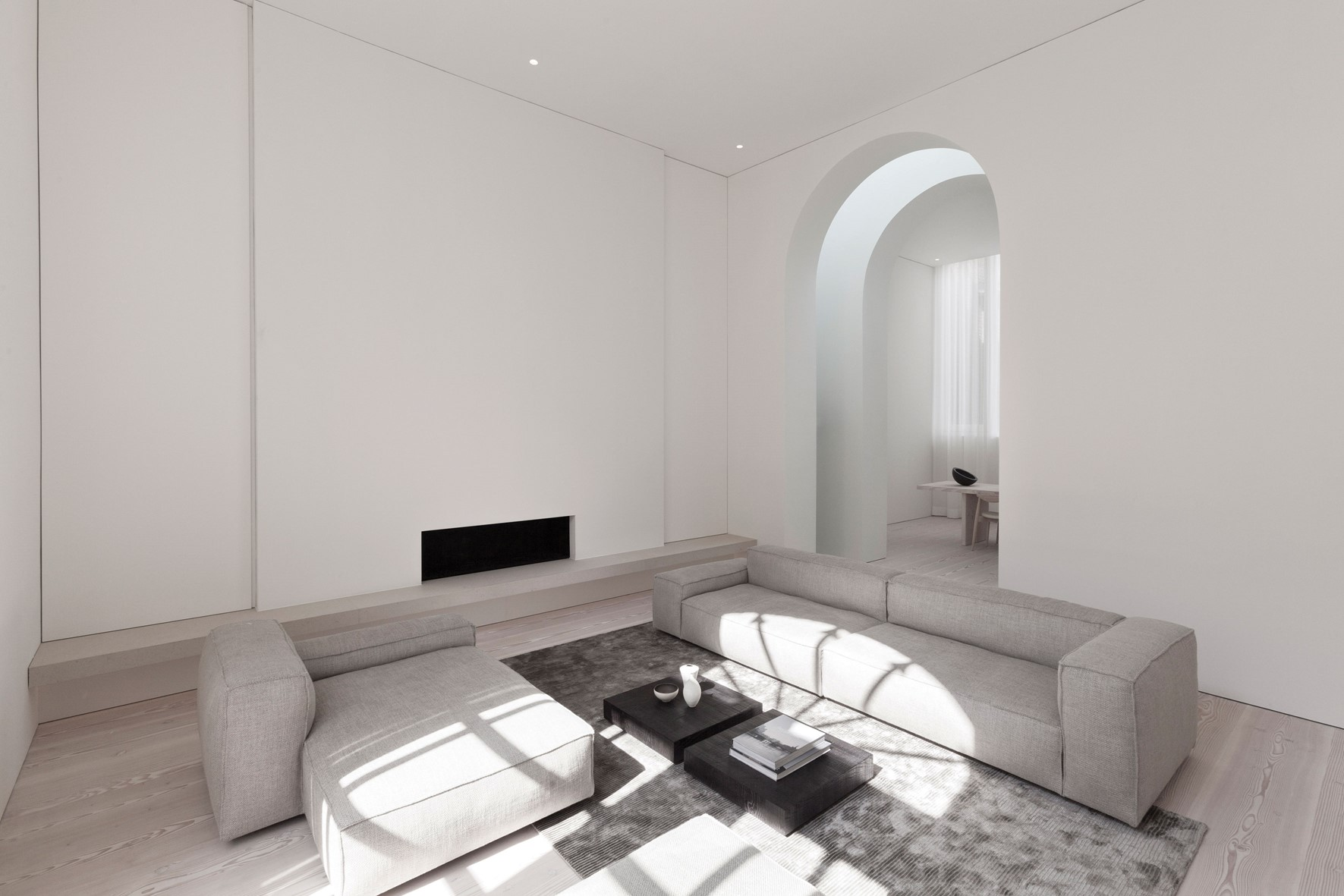 douglas-plank-floor_lye-and-natural-oil_coach-house-amsterdam_living-room-interior_dinesen.jpg