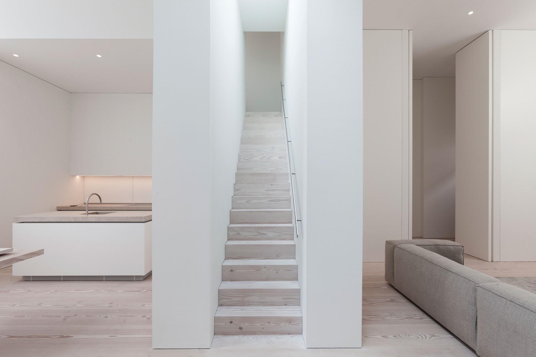 douglas-plank-floor_lye-and-natural-oil_coach-house-amsterdam_staircase-wood_dinesen.jpg