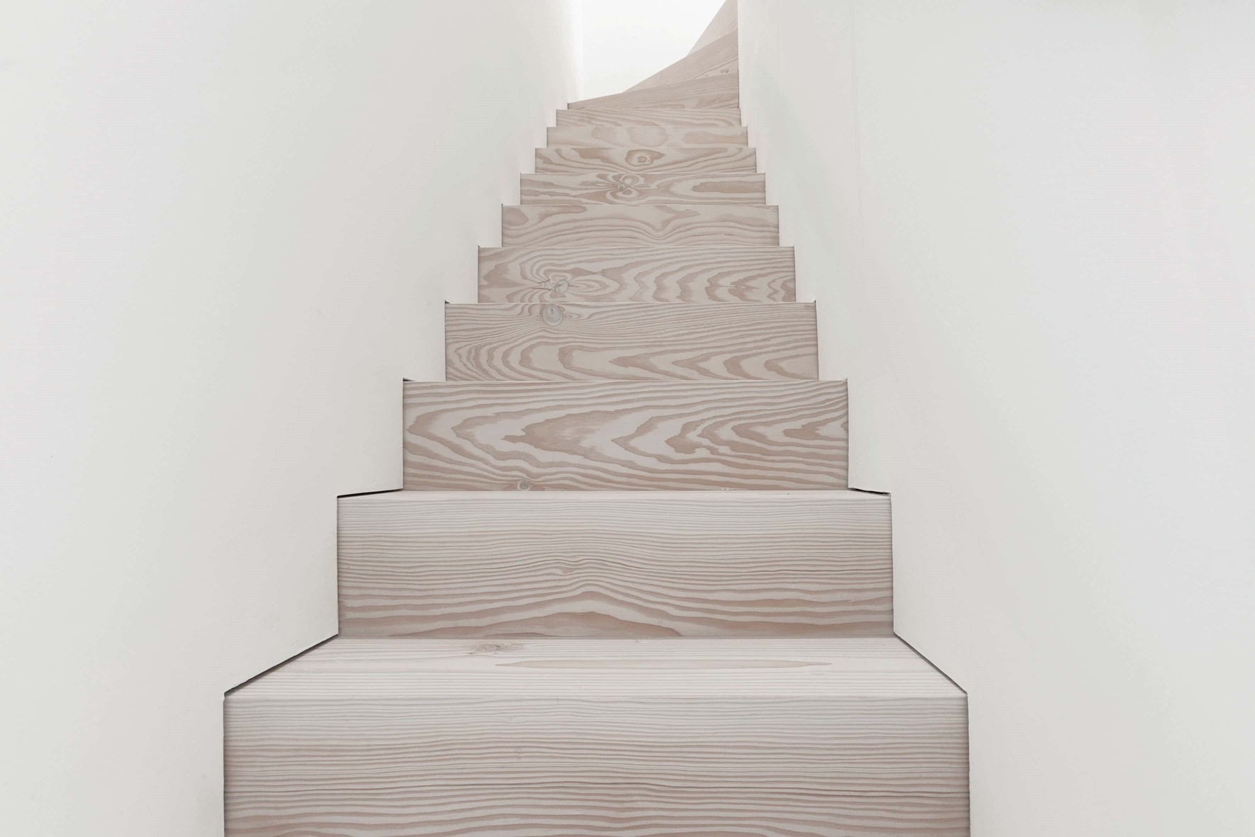 douglas-plank-floor_lye-and-natural-oil_coach-house-amsterdam_wooden-stairs_dinesen.jpg