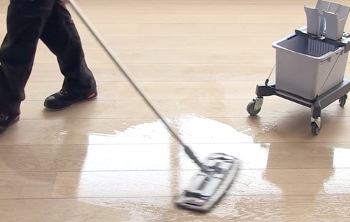 Vask af oliebehandlet gulv