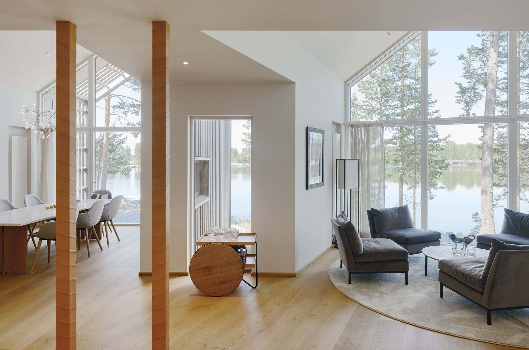 oak-flooring_natural-oil_villa-sunnano_living-room_dinesen.jpg