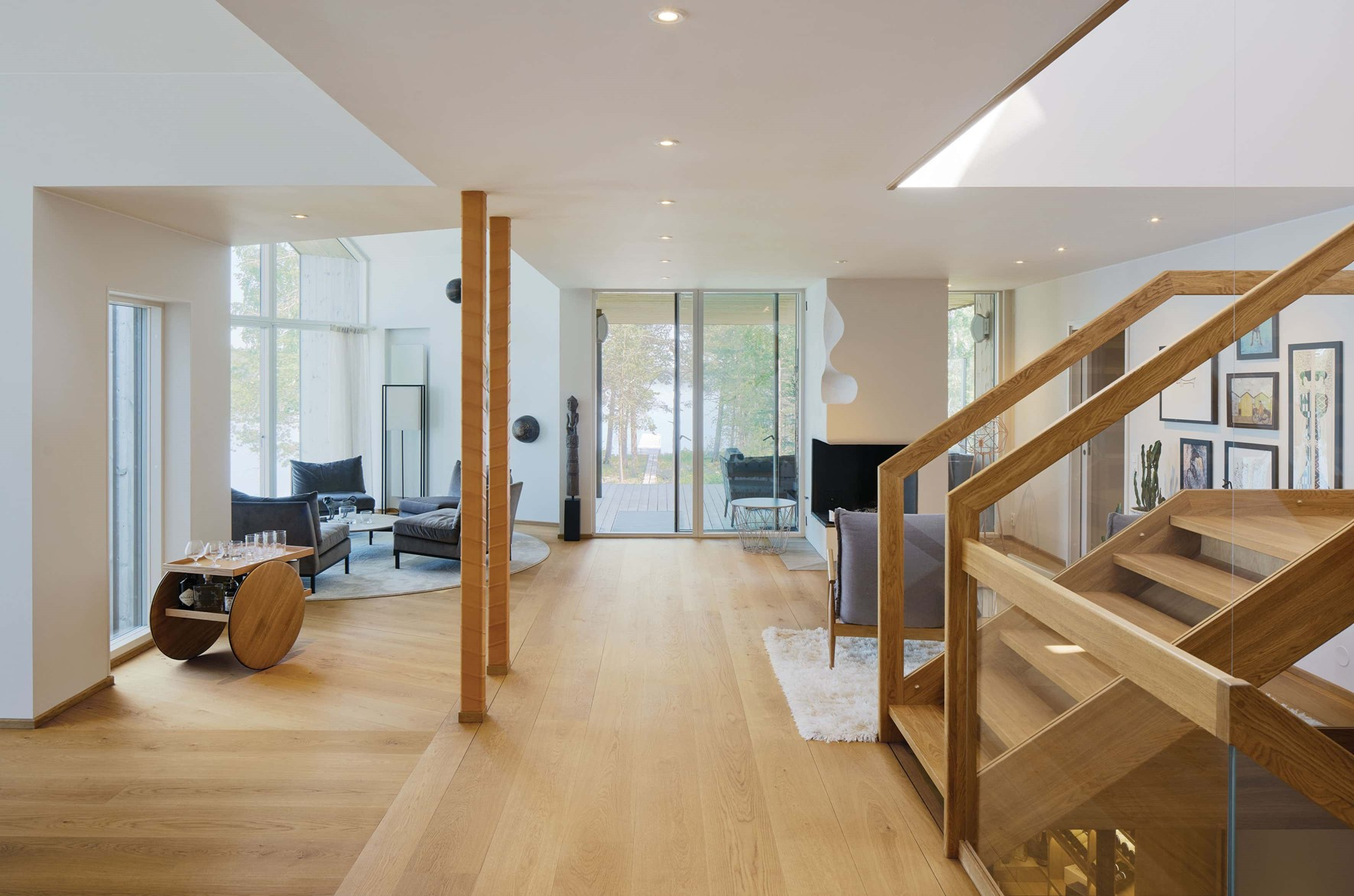 oak-flooring_natural-oil_villa-sunnano_oak-living-room_dinesen.jpg