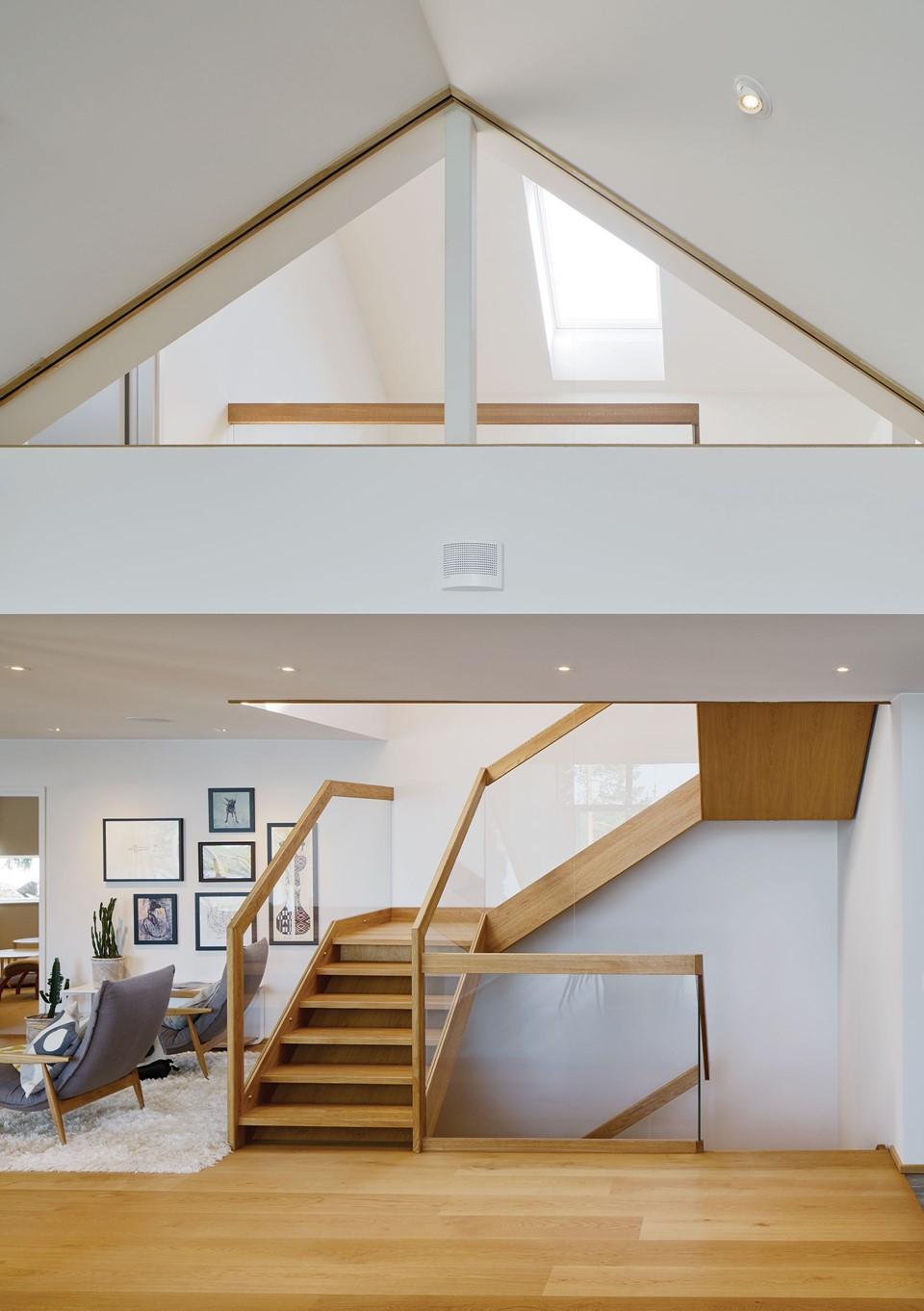 oak-flooring_natural-oil_villa-sunnano_oak-staircase_dinesen.jpg