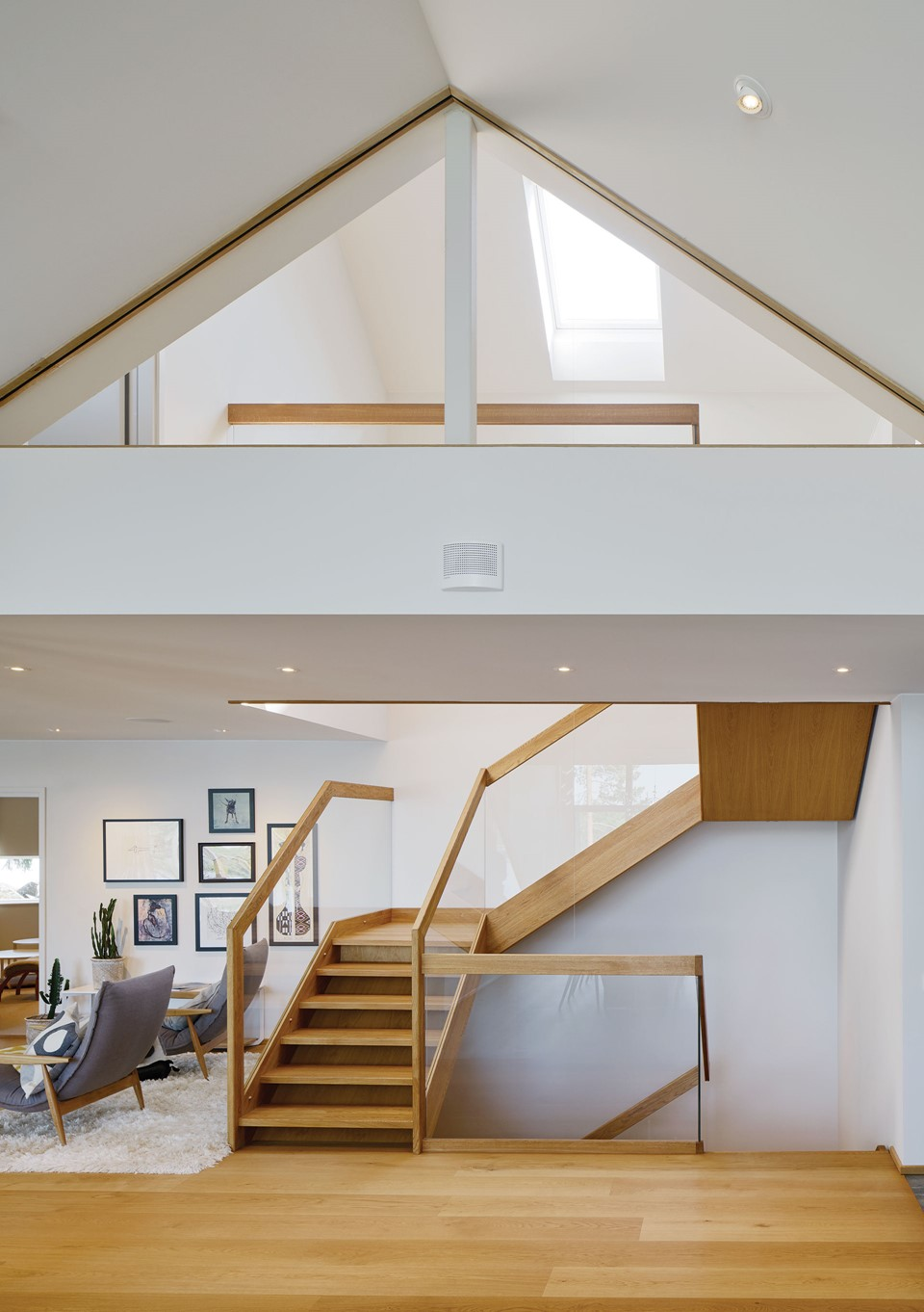 oak-flooring_natural-oil_villa-sunnano_oak-staircase_dinesen.jpg