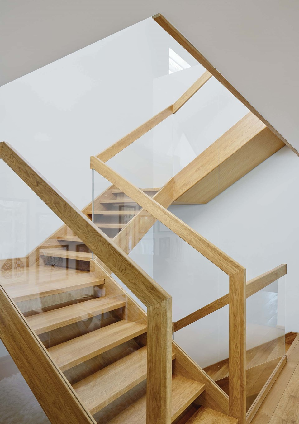 oak-flooring_natural-oil_villa-sunnano_oak-staircase-bespoke_dinesen.jpg