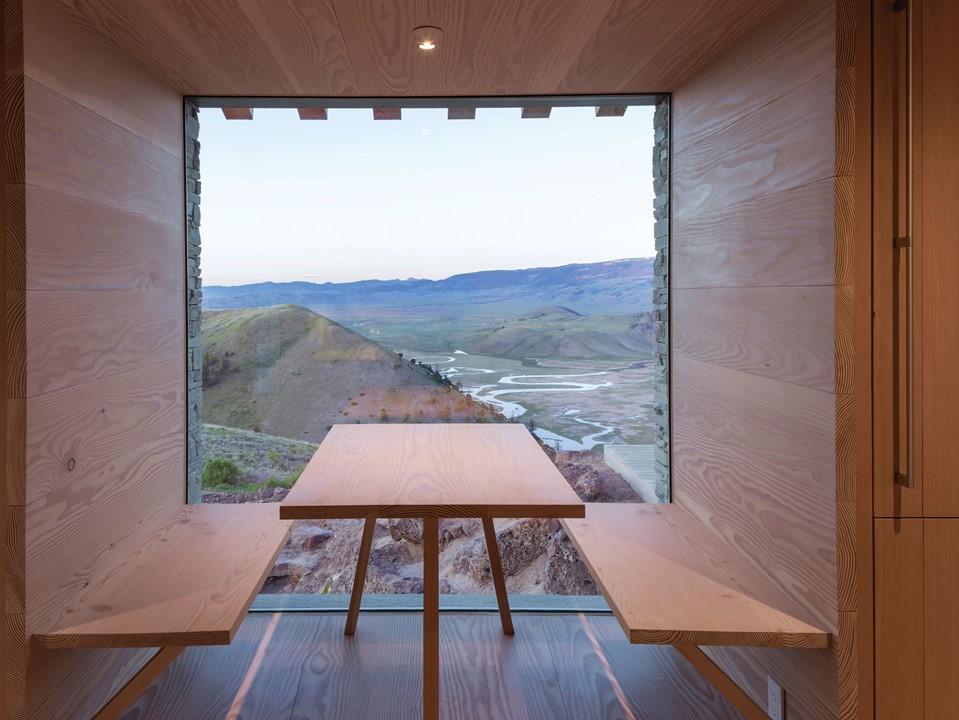 solid-douglas-floor_lye-natural-oil_jackson-hole_dining-space-wall-cladding_dinesen.jpg