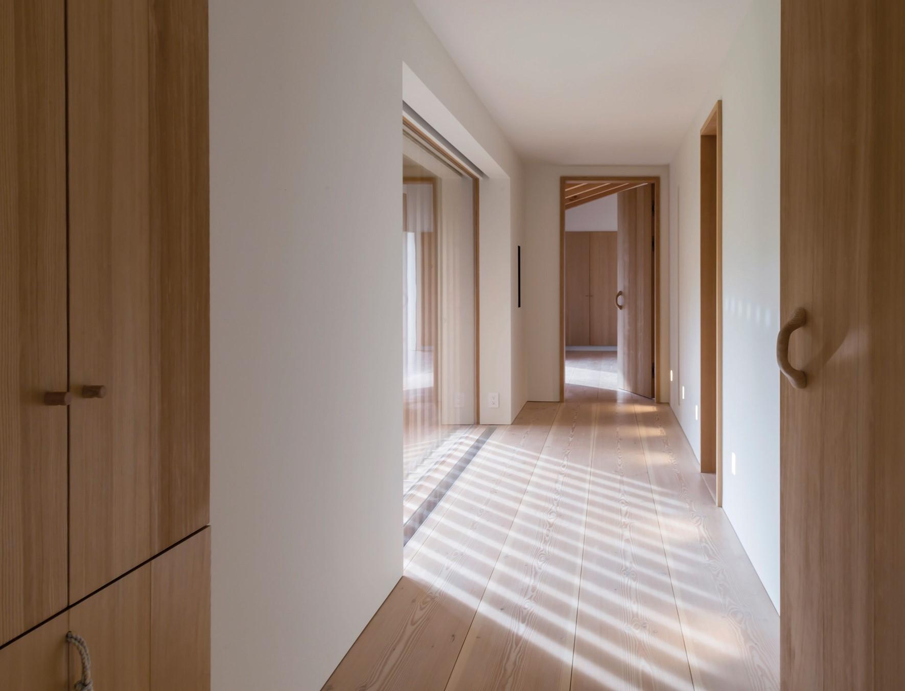 solid-douglas-floor_lye-natural-oil_jackson-hole_hallway_dinesen.jpg