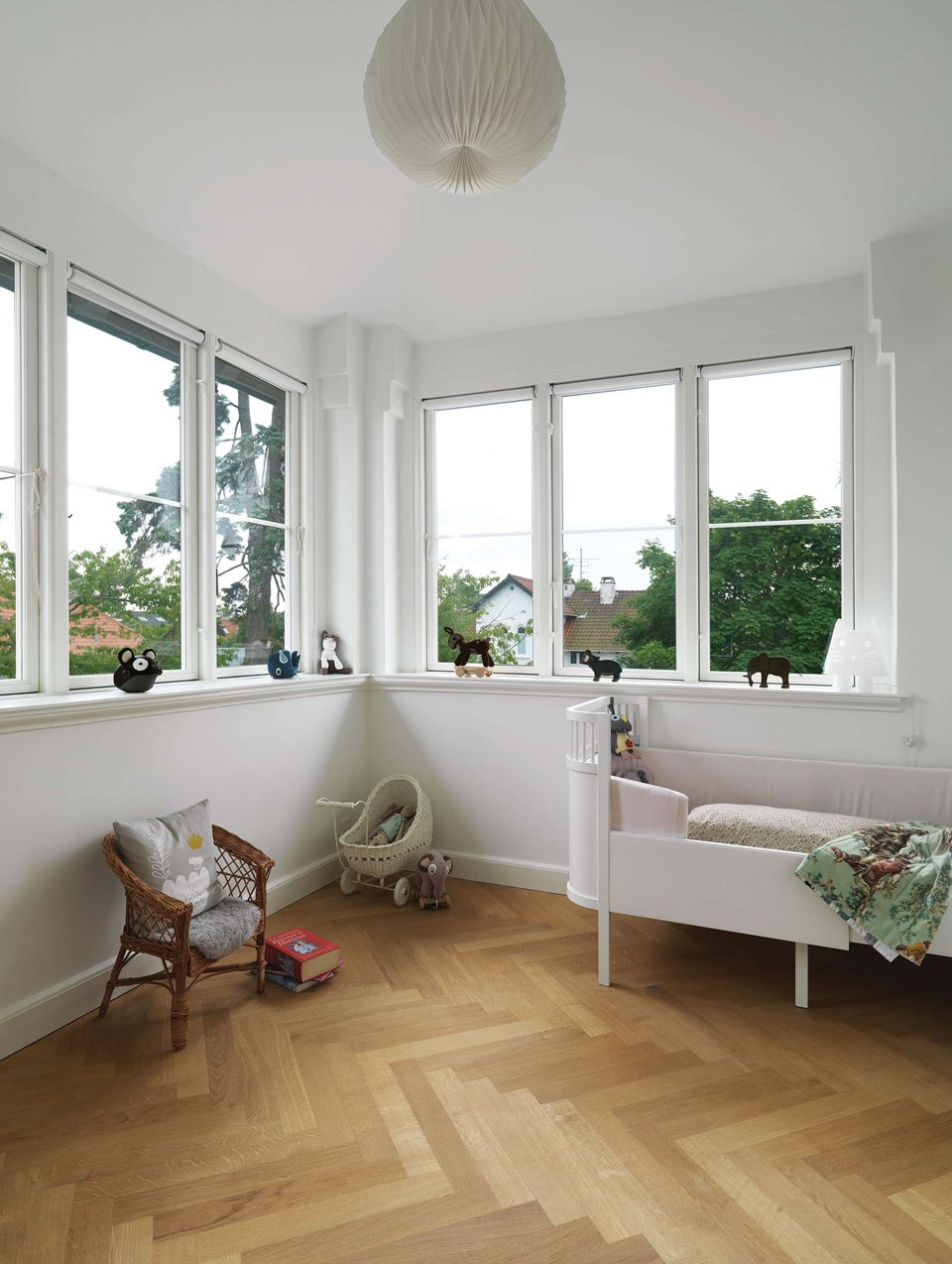 oak-herringbone-floor_natural-oil_villa-gentofte_kids-room_dinesen.jpg