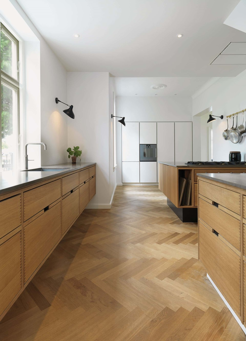 oak-herringbone-floor_natural-oil_villa-gentofte_oak-kitchen-snedkerkøkken_dinesen.jpg