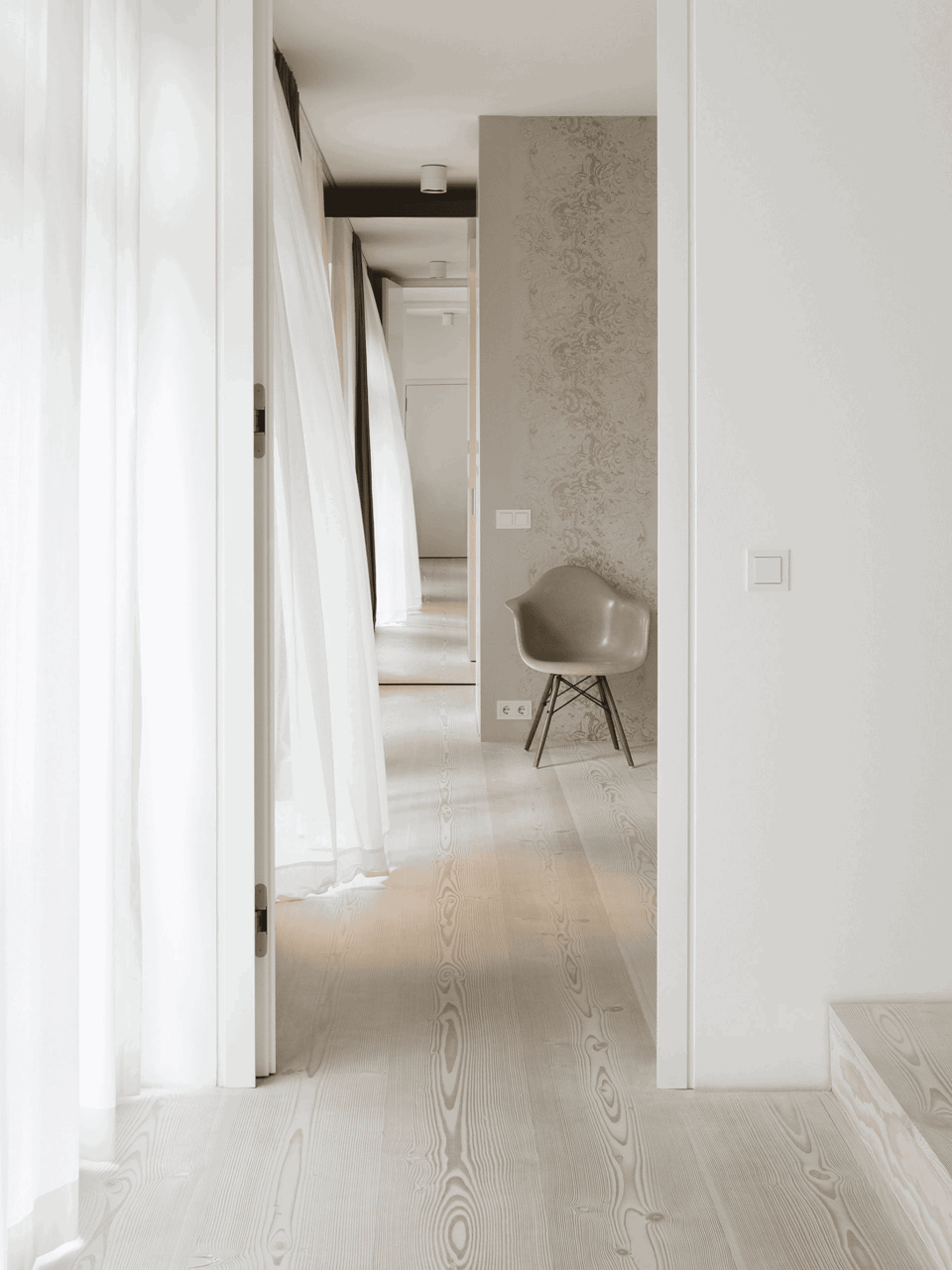 douglas-flooring_lye-white-soap_bedroom_dinesen_3.jpg