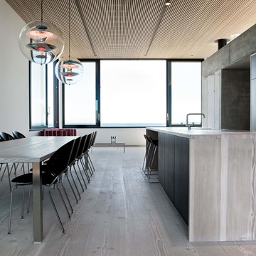 solid-douglas-flooring_lye-white-soap_casa-spodsbjerg_kitchen-wooden_dinesen.jpg