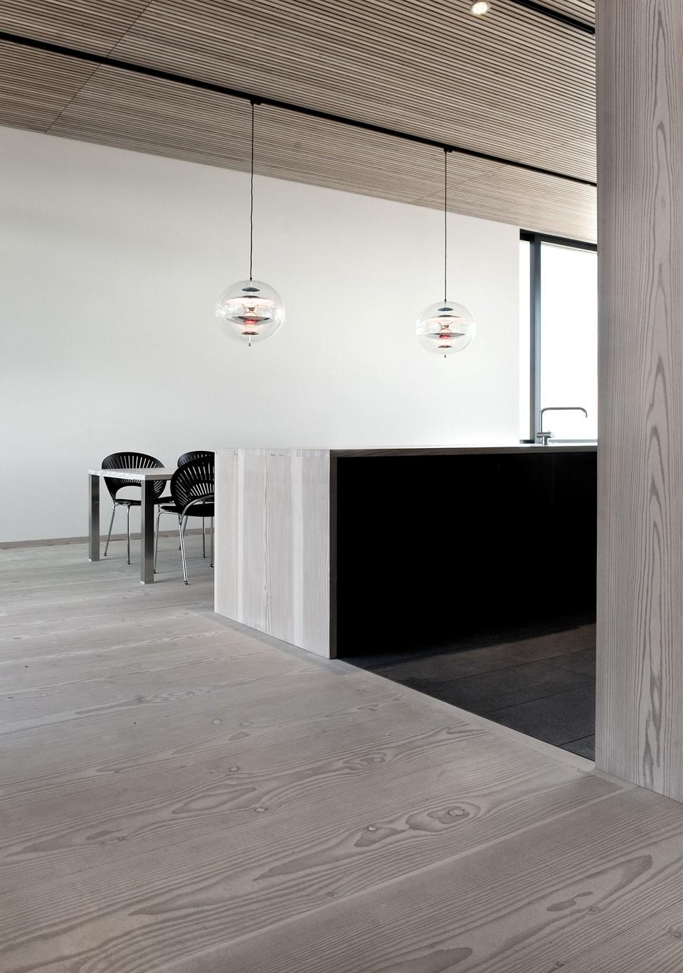 solid-douglas-flooring_lye-white-soap_casa-spodsbjerg_list-ceiling_dinesen.jpg