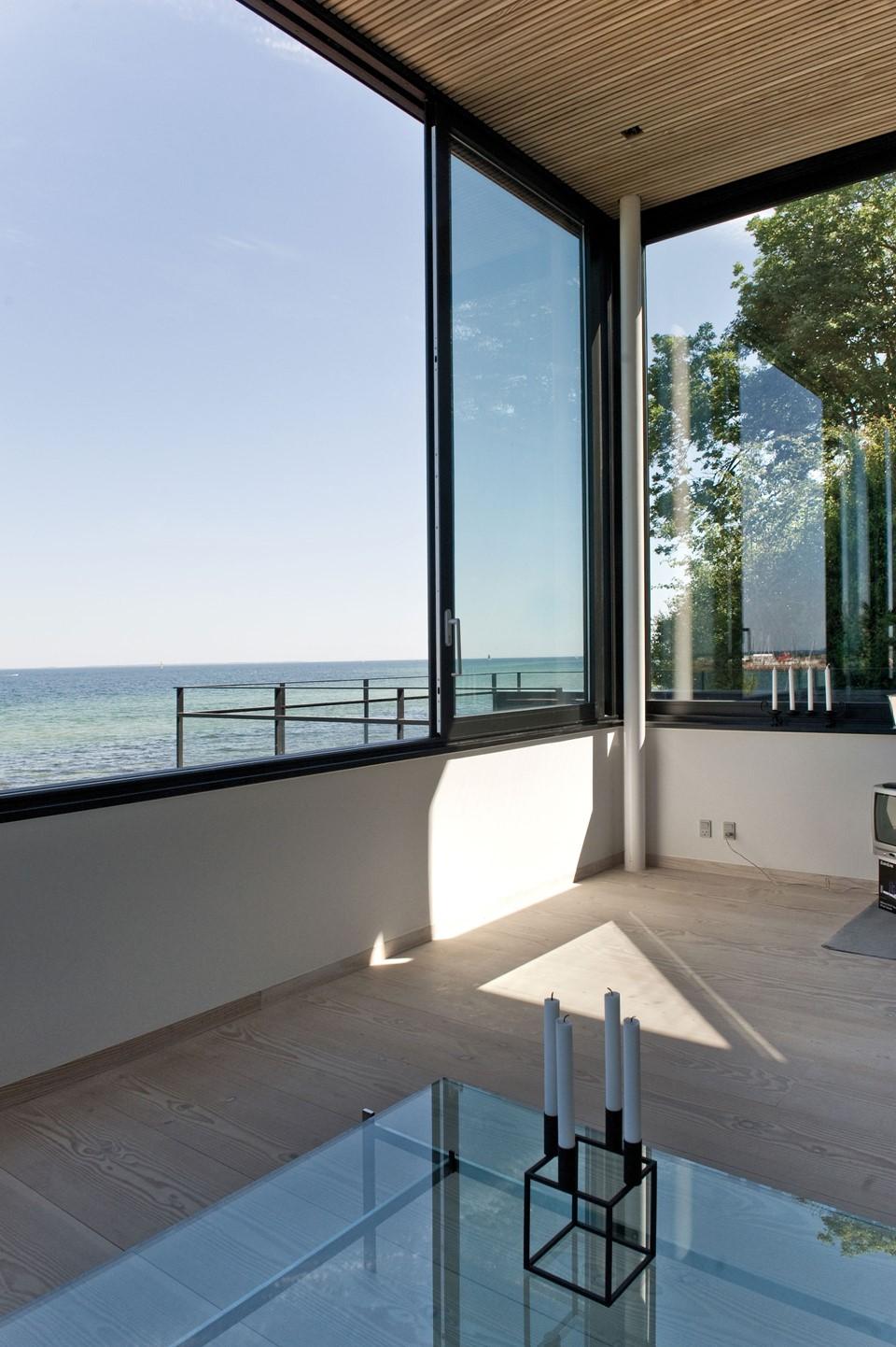 solid-douglas-flooring_lye-white-soap_casa-spodsbjerg_ocean-view_dinesen.jpg