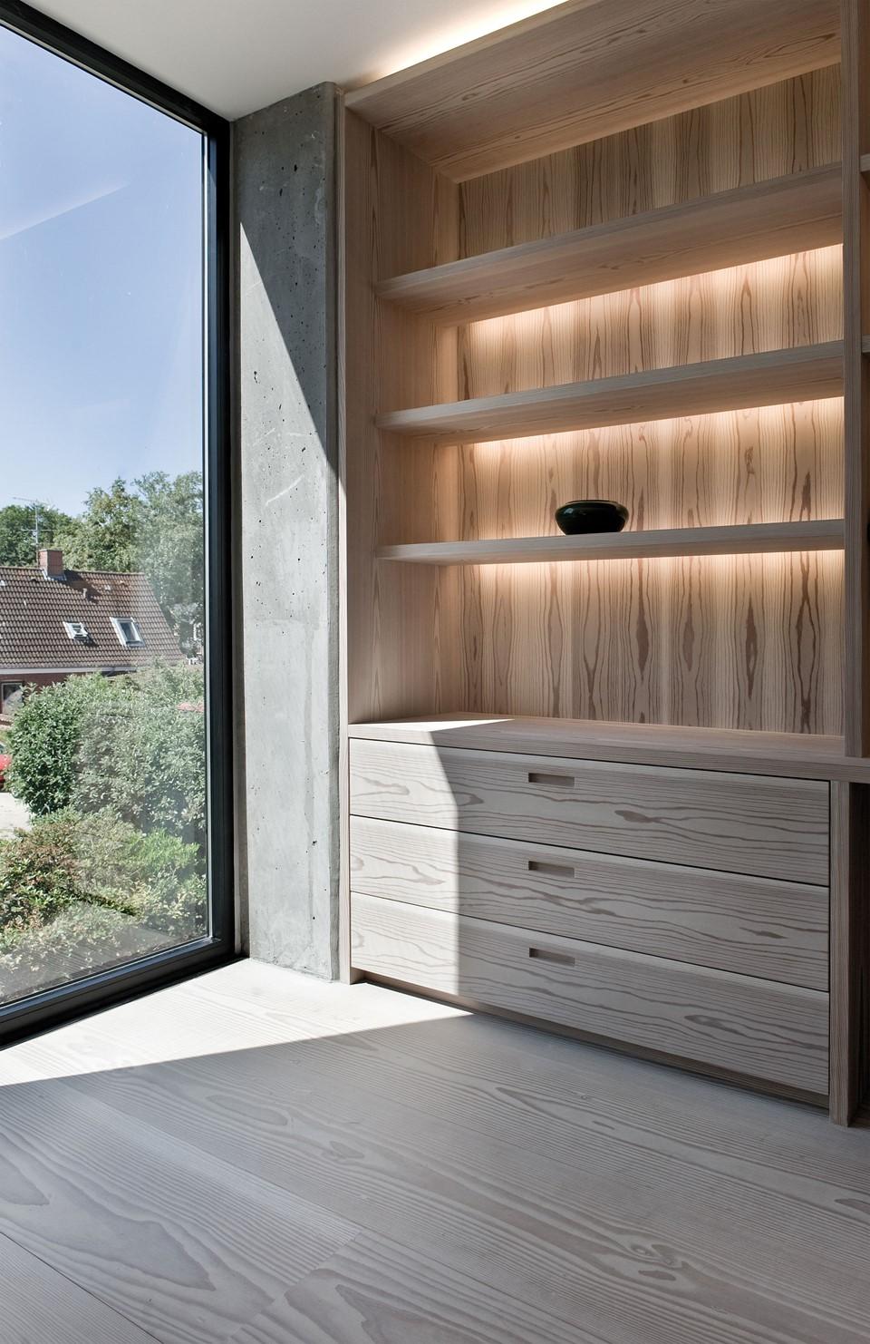 solid-douglas-flooring_lye-white-soap_casa-spodsbjerg_shelves_dinesen.jpg
