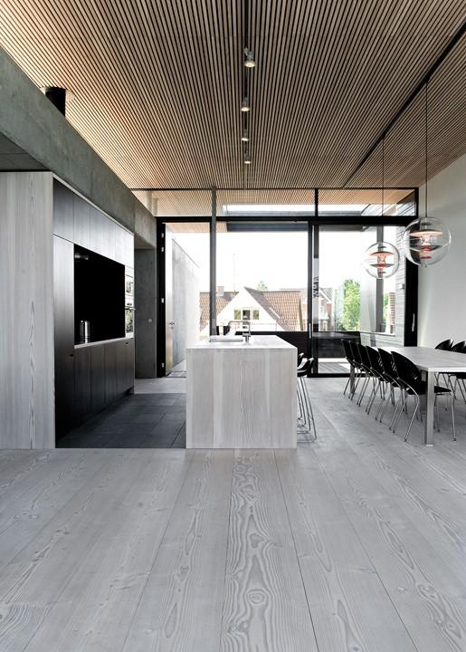 solid-douglas-flooring_lye-white-soap_casa-spodsbjerg_wood-kitchen-ceiling_dinesen.jpg