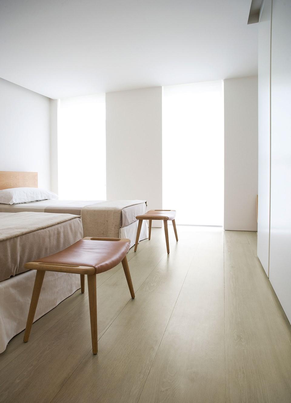 solid-oak-flooring_white-oil_belgravia_john-pawson_bedroom_dinesen.jpg