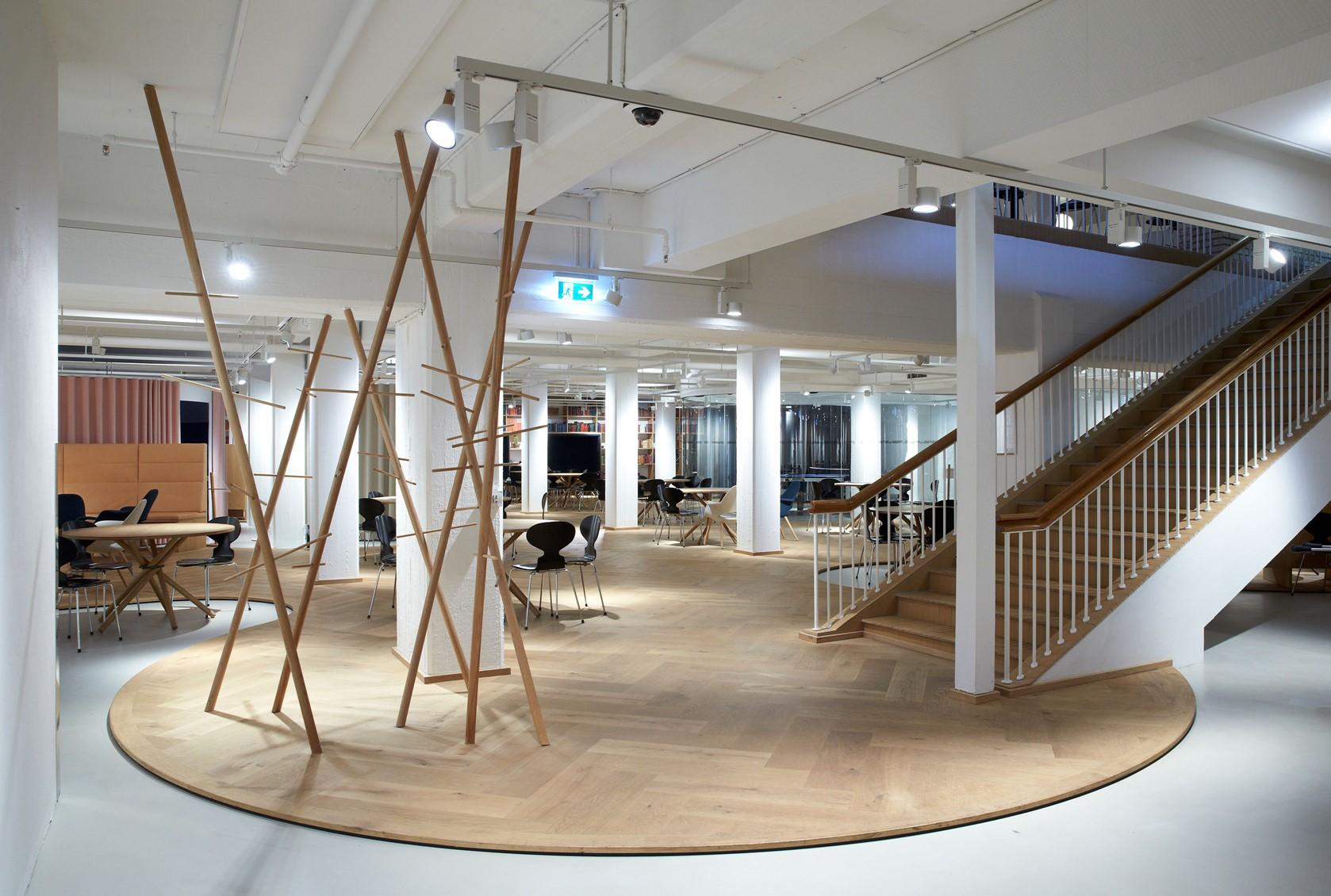 oak-herringbone-floor_natural-oil_the-royal-danish-library-aarhus_basement_dinesen.jpg