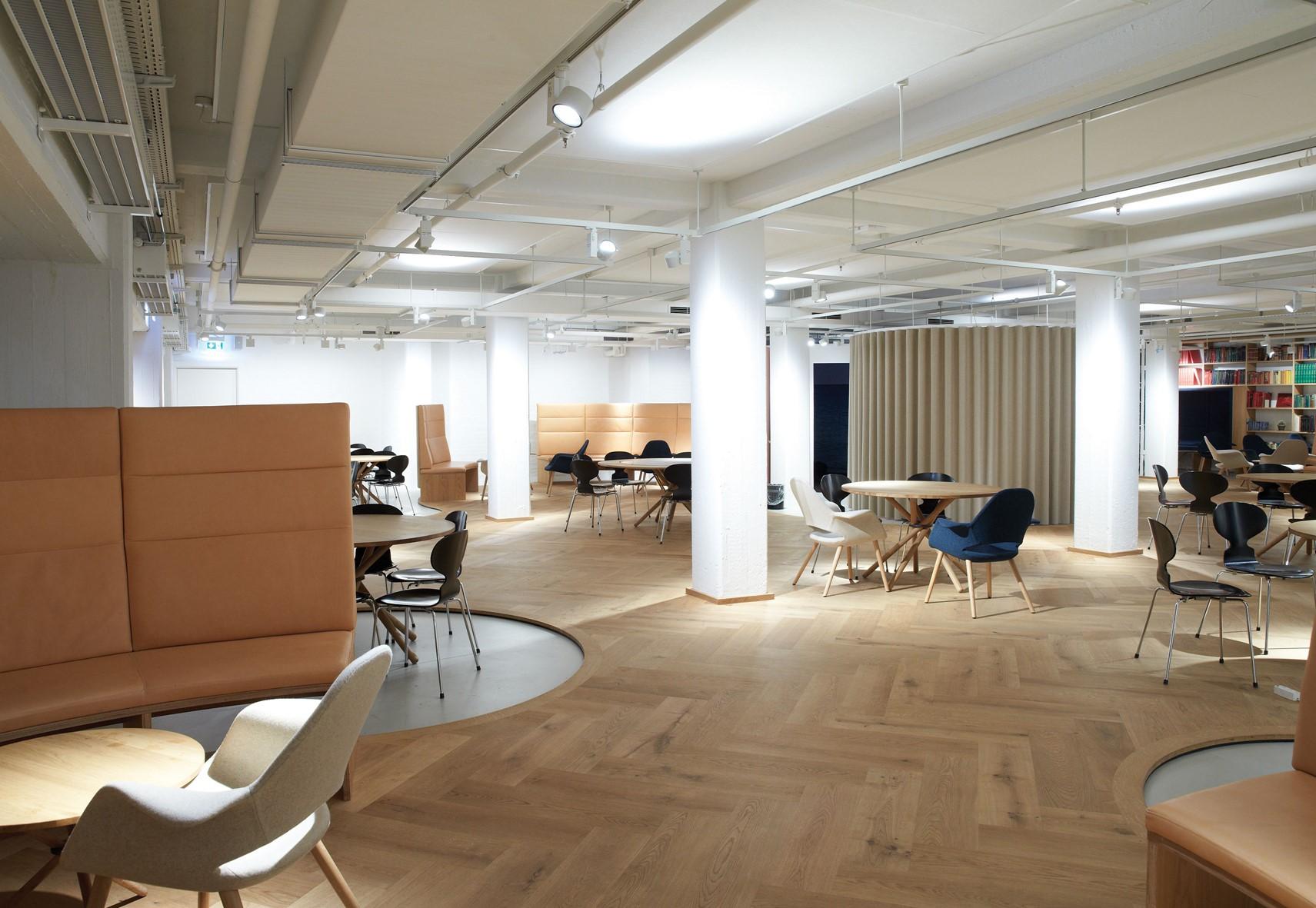 oak-herringbone-floor_natural-oil_the-royal-danish-library-aarhus_work-space_dinesen.jpg