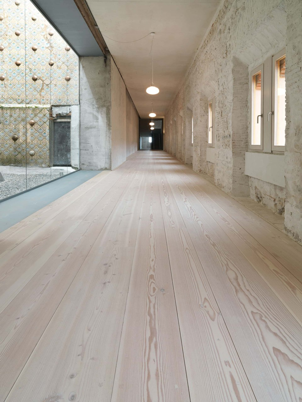 douglas-plank-floor-restoration_lye-white-soap_comillas-university-spain_dinesen.jpg