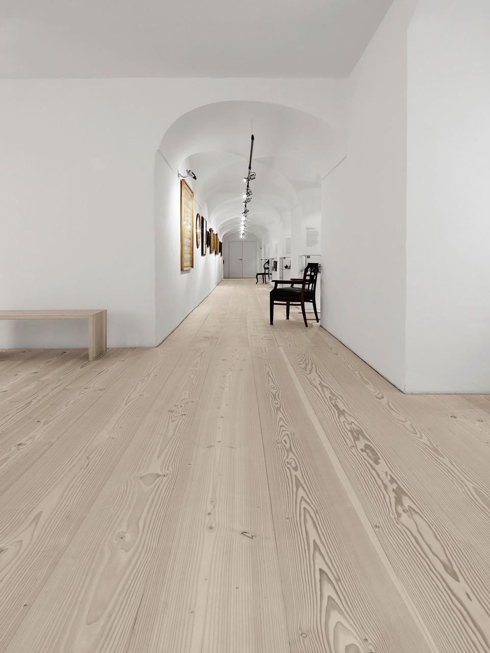douglas-floor-restoration_lye-natural-soap_stadtmuseum-freising_dinesen.jpg