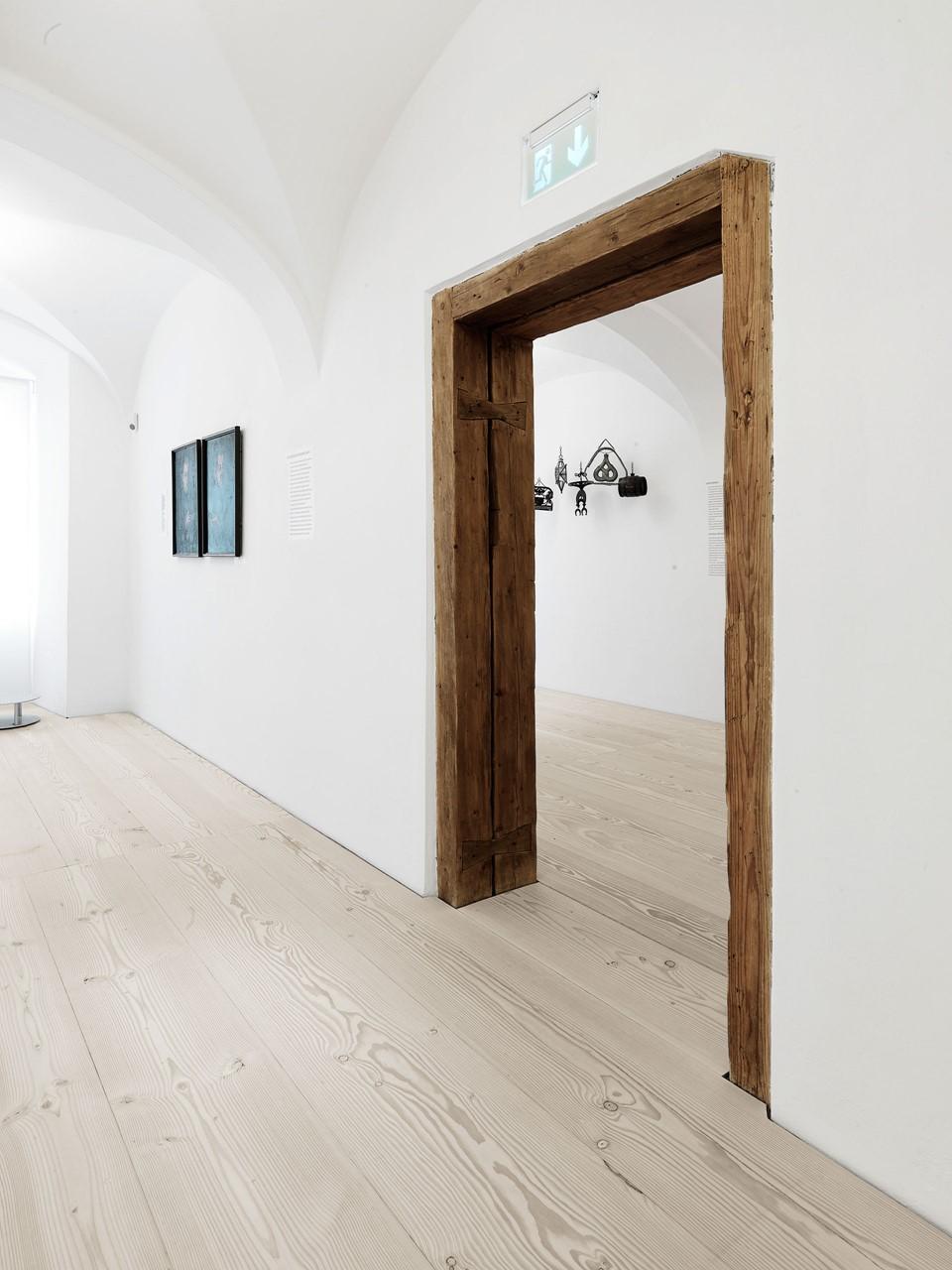 douglas-wooden-floorboards_lye-natural-soap_stadtmuseum-freising_dinesen.jpg