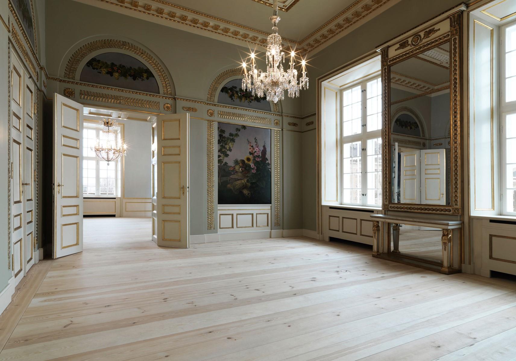pine-floor-restoration_natural-soap_amailienborg-slot-copenhagen_dinesen.jpg