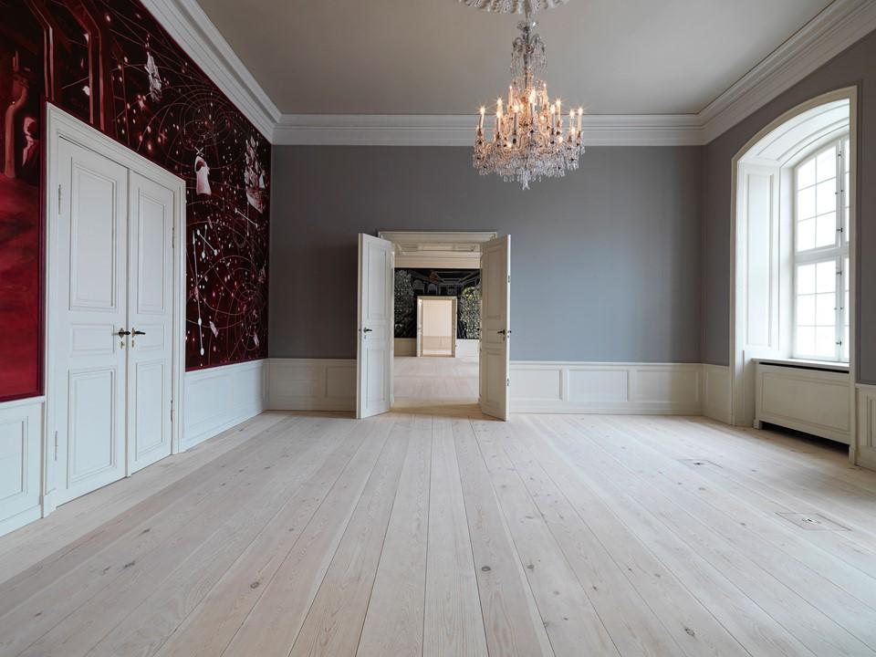pine-plank-floor-restoration_natural-soap_amailienborg-castle_dinesen.jpg