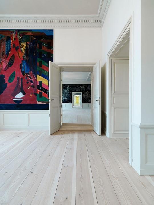 pine-plank-floor-restoration_natural-soap_amailienborg-slot-copenhagen_dinesen.jpg