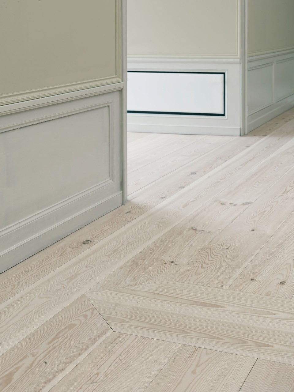 pine-plank-floor-restoration_natural-soap_amalienborg_dinesen.jpg