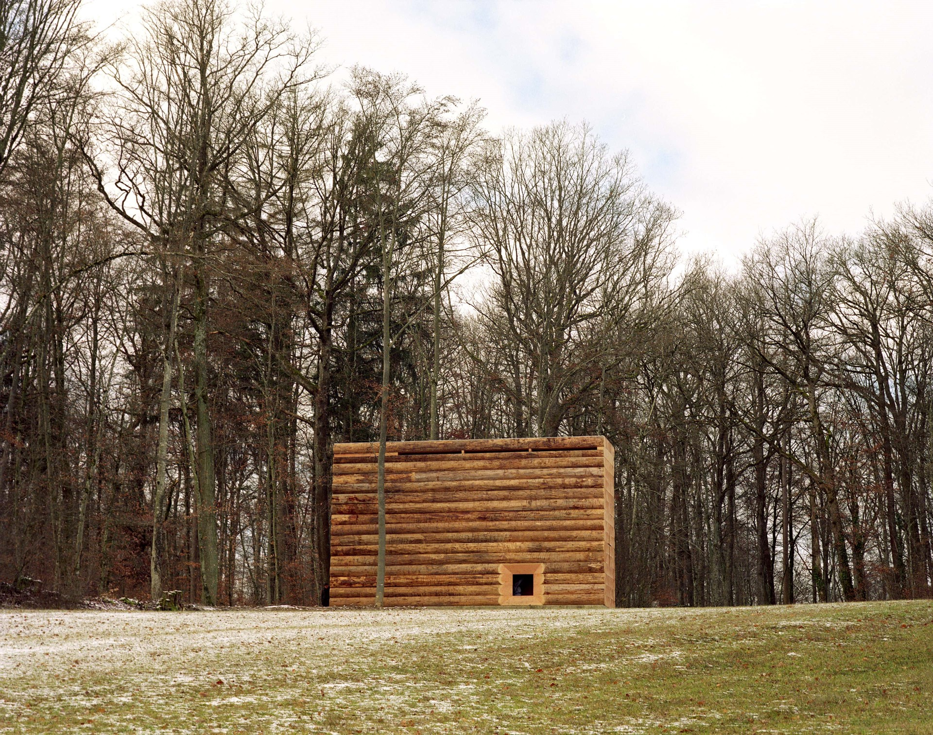 dinesen-wood_john-pawson-chapel_outside_unterliezheim-bayern.jpg