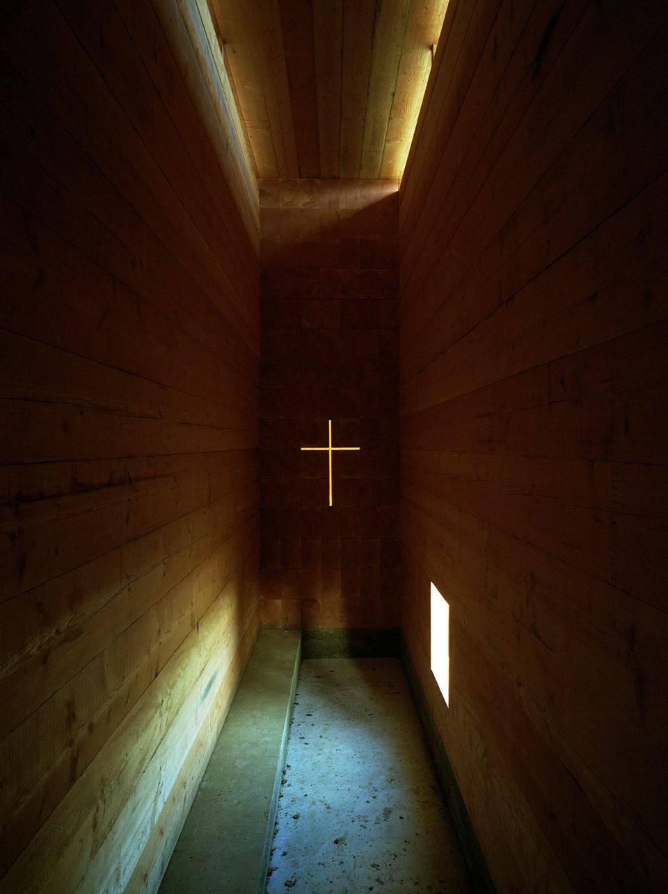 dinesen-wood_john-pawson-chapel-inside_unterliezheim-bayern.jpg