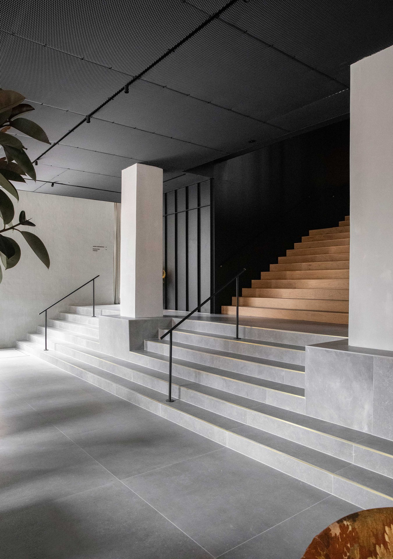 oak-planks_flooring-staircase_natural-oil_menu-the-audo_norm-architects_copehangen_dinesen.jpg